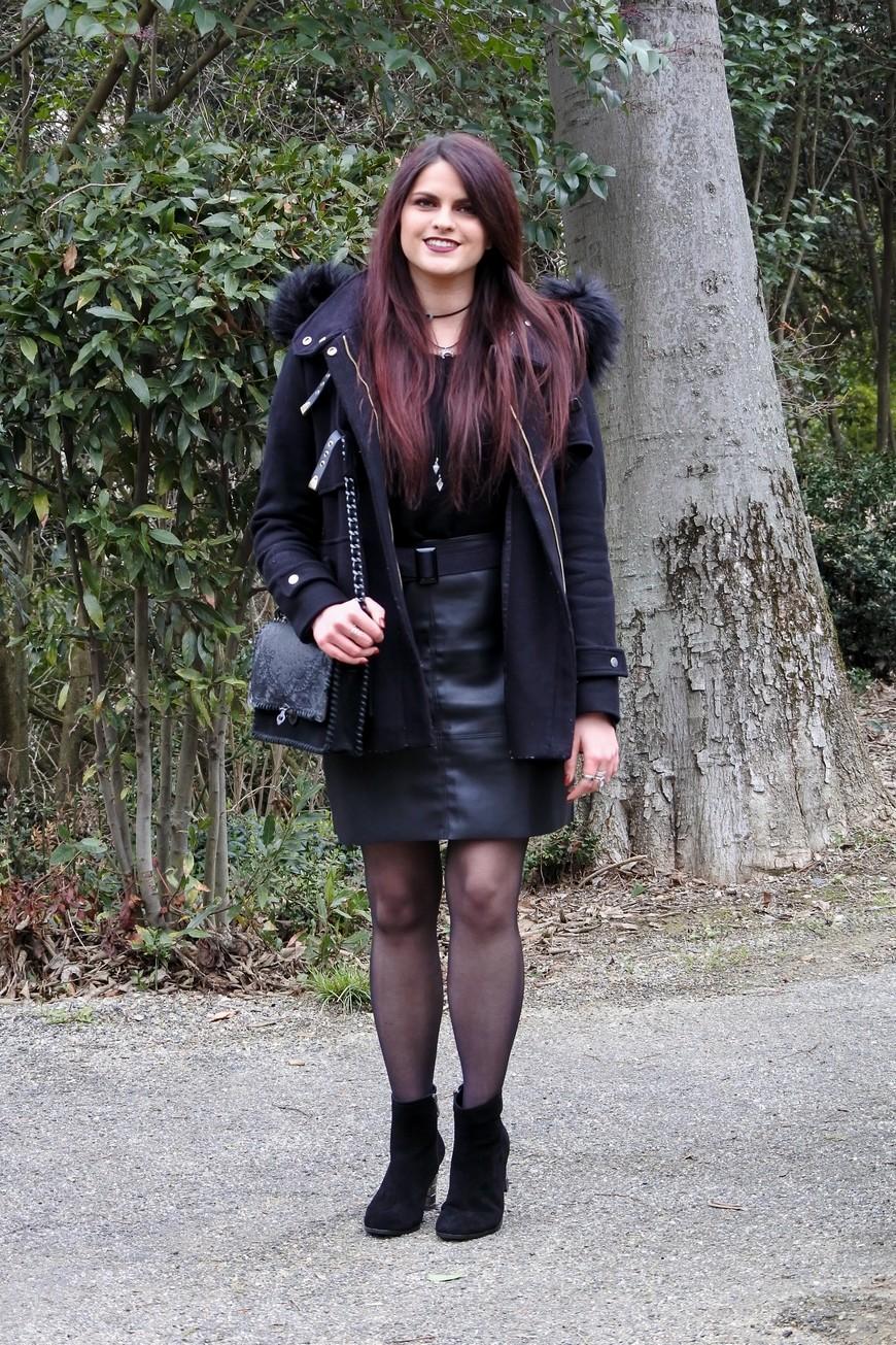jupe en cuir et total look noir tendance cl mence blog mode toulouse. Black Bedroom Furniture Sets. Home Design Ideas