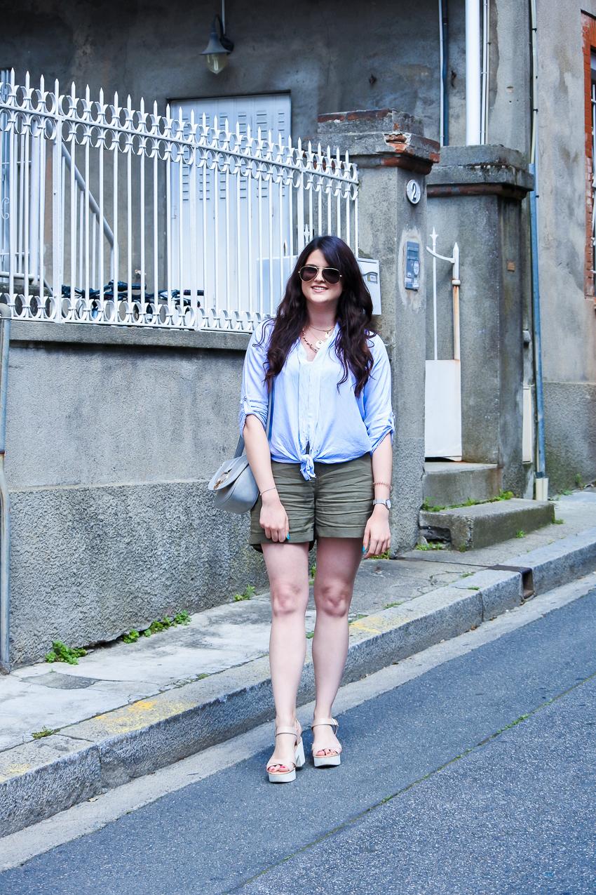 Look n°135 • Une chemise nouée & un short en lin