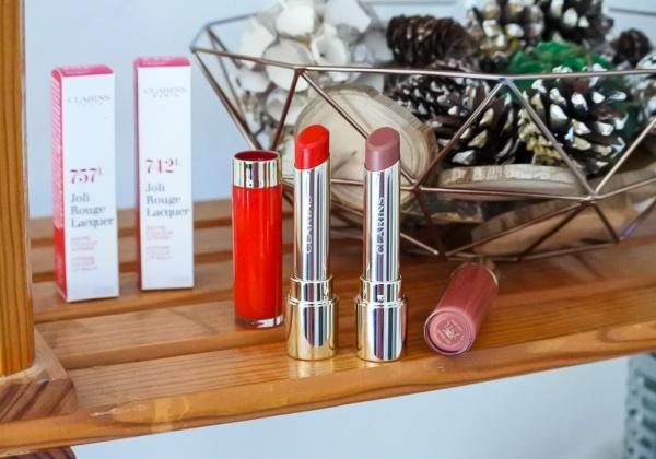 Joli Rouge Lacquer de Clarins, une nouvelle brillance pour nos lèvres