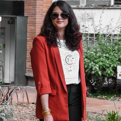 Look • Un blazer rouge pour apporter du peps