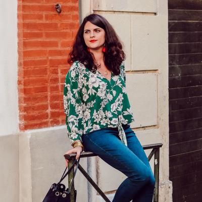 Look • La blouse verte fleurie, pourquoi pas ?