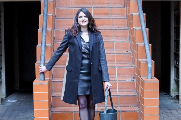Look • Total look black et manteau tricolore
