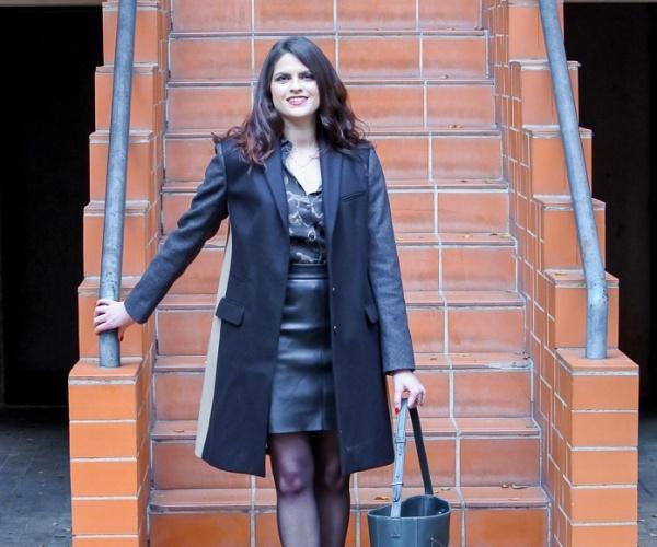 Look • Total look black et manteau tricolore