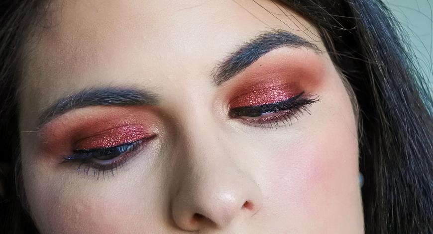 maquillage bordeaux pailleté