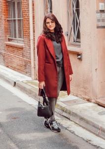 Comment porter le manteau bordeaux