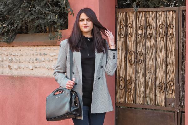 Look • Un pull noir : deux façons de le porter