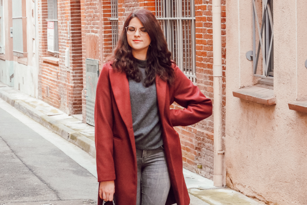 Look • Comment porter le manteau bordeaux facilement ?