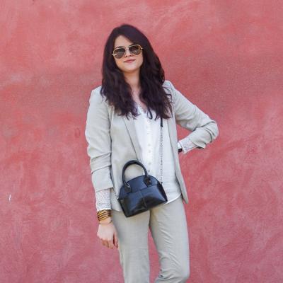 Look • En costume beige chic pour l'été